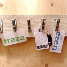 RESCUED! ClipWood Large met 8 klemmetjes Voor ideeenbord? € 29,95 http://www.trazaworlddesign.nl/alle-producten/wonen/kleine-meubels/p-1/tr083.html
