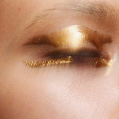 """2,265 Likes, 14 Comments - T A T I A N A (@tatianaroseart) on Instagram: """"#mehron metallic pigment in gold ✨"""""""