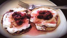 Healthy whole wheat pancakes with greek yogurt and raspberry sauce Whole Wheat Pancakes, Raspberry Sauce, Greek Yogurt, Treats, Healthy, Breakfast, Food, Sweet Like Candy, Morning Coffee