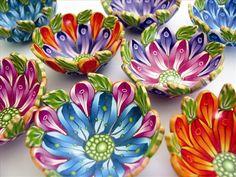 Polymer clay flower bowls from 2013 By Wanda Shum Fimo Polymer Clay, Polymer Clay Sculptures, Polymer Clay Flowers, Polymer Clay Projects, Polymer Clay Creations, Sculpture Clay, Diy Clay, Polymer Clay Jewelry, Clay Crafts