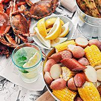 Rachel Ray's Maryland Blue Crab Boil with Beer and Old Bay... Shrimp's good w beer, too!