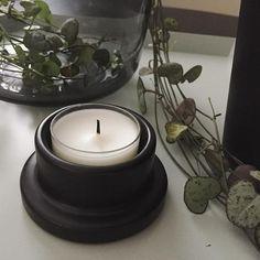 #Friday #candle #candleholder #plant #tray #vase #grey #black #homedecor #nordicdecor #instadecor #home #ceropegiawoodii  #perjantai #kynttilä #tuikku #tuikkulyhty #kynttilälyhty #viherkasvi #maljakko #harmaa #musta #tarjotin #sisustus #koti #herttalyhty #herttaköynnös #mehikasvi
