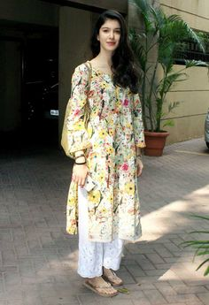 Ethnic Outfits, Indian Outfits, Designer Punjabi Suits Patiala, Frock Models, Casual Indian Fashion, Casual Dresses For Women, Clothes For Women, A Line Kurta, Punjabi Girls