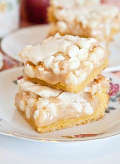 White Chocolate Vanilla Marshmallow Cake Bars recipe & tutorial
