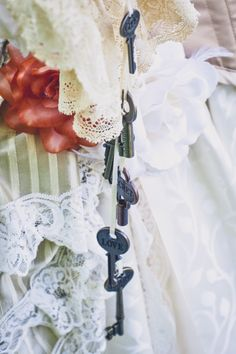 steampunk wedding decor with keys, victorian bride