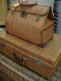 Vintage Wicker Luggage - via La Dolfina Vintage Suitcases, Vintage Luggage, Vintage Travel, Vintage Market, Pack Your Bags, My Bags, Sac Week End, Old Trunks, Hat Boxes