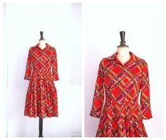 Red Tartan Day Dress Vintage 1950s par CeliaVintageStars sur Etsy