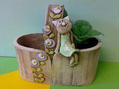 Kočičí čekání v zeleném Pottery Pots, Ceramic Pottery, Ceramic Cups, Ceramic Art, Pottery Studio, Terracotta, Planter Pots, Basket, Clay
