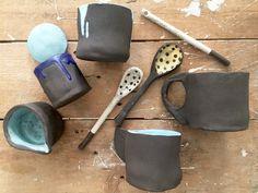 Jap, alles schief und krumm und deswegen so toll - so schaut's aus bei unserem handgemachten Chai-Tee-Set aus Keramik. Es besteht aus 2 Tassen 1 Kännchen 1 Zuckerkübelchen 1 Gewürzpöttchen mit...