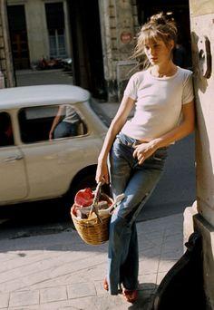 """Posted on """"Style icon – Jane Birkin; style above fashion""""Style icon – Jane Birkin; style above fashion Serge Gainsbourg, Gainsbourg Birkin, Charlotte Gainsbourg, Estilo Jane Birkin, Jane Birkin Style, Lauren Hutton, Jane Birken, Estilo Hippie, Look Retro"""
