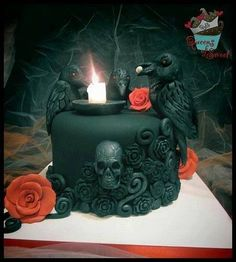Skull, crow and rose cake
