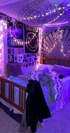 Indie Room Decor, Cute Bedroom Decor, Room Design Bedroom, Teen Room Decor, Room Ideas Bedroom, Hippie Bedroom Decor, Hippy Bedroom, Indie Bedroom, Bedroom Inspo