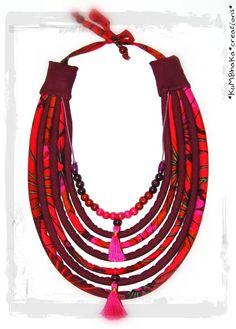 Collier Ethnique Bohème-Folk en tissu, perles et pompons fuschia/prun