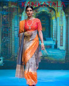 Front drape Check Out Trendy Silk Saree Designs From Kankatala Drape Sarees, Organza Saree, Silk Sarees, Indian Sarees, Kanjivaram Sarees, Trendy Sarees, Stylish Sarees, Fancy Sarees, Saree Wearing Styles