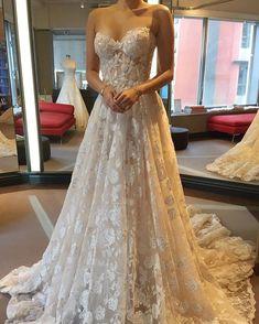 Sweetheart neckline strapless wedding dress Beautiful Wedding Gowns with gorgeous details | A line wedding dresses #weddingdress #laceweddingdress #weddinggown #weddingdresses