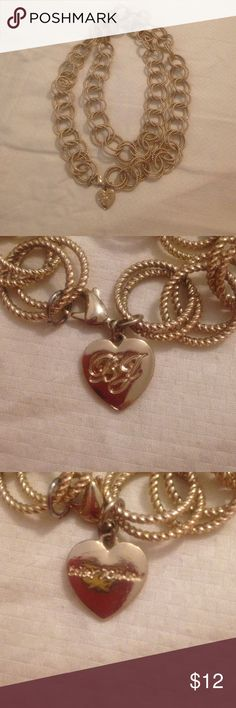 Gold betsey johnson necklace Beautiful gold necklace... Good for Any ocasión Jewelry Necklaces