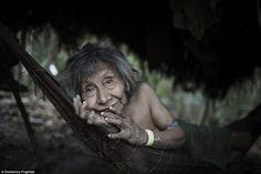Nas profundezas da Amazônia, vive a tribo mais ameaçada do mundo: Awá, hoje com apenas 400 indivíduos. Clique e confira algumas fotos incríveis!