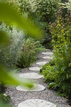 Satsa på grus och gångar som ger ett arbetat intryck. | expressen/leva&bo/trädgård