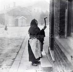Knocker upper Preston Lancashire, Jobs, Yorkshire England, Working Class, Bradford, Historical Photos, Vintage Images, Family History, Old Photos