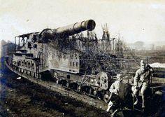 WWI, Heavy French artillery on a railway track. -Artillerie française lourde sur voie ferrée (site cndp.fr/crdp-reims)