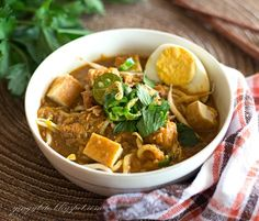 Mee Rebus - yellow noodle served with sweet curry-like gravy. Asian Noodle Recipes, Tofu Recipes, Asian Recipes, Ethnic Recipes, Malaysian Cuisine, Malaysian Food, Mee Rebus, Asian Food Channel, Food Plating Techniques