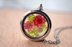 Flowers necklace moss necklace terrarium necklace by VeinsOfNature