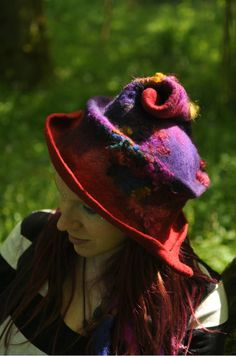 Sparkle Snail is a unique design from Innerspiral Studio. It is a handmade hat, created in my distinctive style, using my hand dyed wools, fleece curls & sparkly firestar fibres. These are then hand blended, felted by hand, and sculpted into a hat. This hat is made to order only and is available in any head measurement and colourway. Please contact me to discuss a custom order! Many variations are possible due to the methods in which it is made.  I use organic wools where possible, aways...
