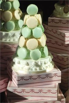 Green and ivory macaroons cake is the right choice for my wedding! Macaroon Tower, Macaroon Cake, Mojito Cocktail, Wedding Mint Green, French Macaroons, Cherry Blossom Wedding, Late Night Snacks, Wedding Cupcakes, Wedding Pictures