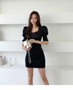 Model Photos, Most Beautiful Women, Pretty Girls, Asian Girl, Leather Skirt, Mini Skirts, Butterfly, Women's Fashion, Lady