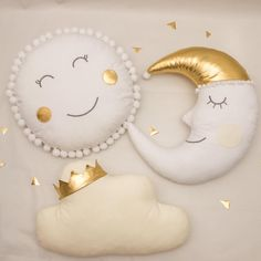 SET Pillows sun+moon +cloud The sun pillow is made of cotton fabrics and embellished with cute white pompoms. Cute Pillows, Baby Pillows, Kids Pillows, Baby Bedding, Baby Room Diy, Baby Room Decor, Nursery Decor, Cloud Cushion, Cloud Pillow