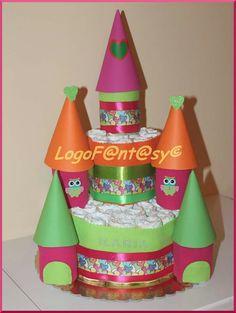 Castello di pannolini Logofantasy. Torta di pannolini a forma di castello, ideale per baby shower come centrotavola, bellissima idea regalo per nascita o primo compleanno