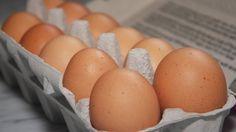 Kartónový obal od vajec do chladničky nepatrí. Je plný plyn samikroorganizmov, ktoré… Eggs, Breakfast, Food, Mascarpone, Morning Coffee, Eten, Egg, Meals, Morning Breakfast