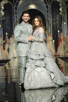 Fashion Ramp Pakistan Fashion Shows, Pakistani Fashion Weeks Latest Bridal Dresses, Wedding Dresses Men Indian, Indian Gowns Dresses, Indian Bridal Outfits, Pakistani Wedding Dresses, Walima Dress, Couple Wedding Dress, Bridal Dress Design, Looks Vintage