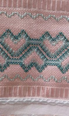 Embroidery Stitches Tutorial, Embroidery Patterns, Hand Embroidery, Tunisian Crochet Patterns, Bead Loom Patterns, Cat Cross Stitches, Cross Stitching, Huck Towels, Swedish Embroidery