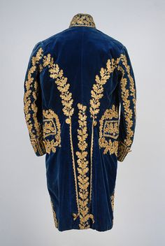 LOT 618 GENTS FRENCH METALLIC EMBROIDERED COURT COAT, WAISTCOAT and CAPE, LATE 18th - EARLY 19th C. - whitakerauction
