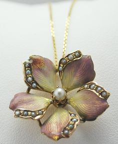 Pearls on the pretty flower pendant