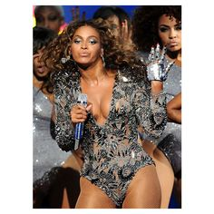 Beyoncé performs at the 2009 MTV Video Music Awards in New York City. ❤ liked on Polyvore featuring beyonce