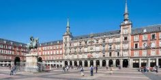PLaza Mayor de Madrid, trazada por Juan Gómez de Mora  en forma rectangular a través de edificios de varias plantas  de la misma altura, porticada y funcional, que recuerda a ciertos modelos europeos. 1619.