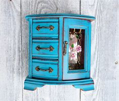 SHABBY CHIC Jewelry Case / Jewelry Box in Dark Teal/ Turquoise.    A vintage wood jewelry box that we have painted in this very bright teal/