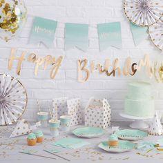 Décoration fête anniversaire, baby shower pastel et pois dorés- Baby shower and pastel birthday decoration with gold spots