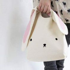 Egg Hunt Easter Bunny Bag easter bunny bag for childrenAre you interested in our easter bunny bag? With our easter bunny egg hunt you need look no further.Bunny purse, sooo cute, have to do it! Easter Bunny, Easter Eggs, Bunny Bags, Sewing Box, Sewing Tips, Sewing Ideas, Sewing Tutorials, Bags Sewing, Dress Tutorials