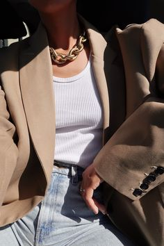 Mode Boho, Mode Chic, Mode Streetwear, Streetwear Fashion, Style Année 70, Tomboy Style, Rock Style, Chunky Chain Necklaces, Neutral Outfit