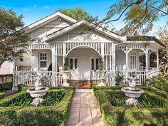Super Ideas For Farmhouse Architecture Bedrooms Up House, House Front, Cozy House, Cottage House, Farm House, Exterior House Colors, Exterior Design, Farmhouse Architecture, Thai House