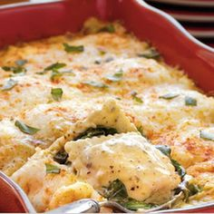 Recipe: Spinach-Ravioli Lasagna Summary: Frozen cheese-filled ravioli brings this lasagna to the dinner table in 45 minutes – a spin on the Italian classic featuring spinach, pesto and Alfredo sauce. Frozen Ravioli Recipes, Cheese Ravioli Recipe, Spinach And Cheese Ravioli, Pesto Ravioli, Spinach Alfredo, Pasta Recipes, Cooking Recipes, Chicken Spinach Ravioli Recipe, Pasta Meals