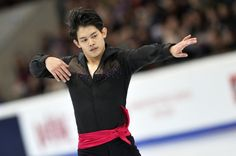 Takahiko Kozuka of Japan performs his short program at the ISU Grand Prix of Figure Skating 5th event in Moscow. (600×399)