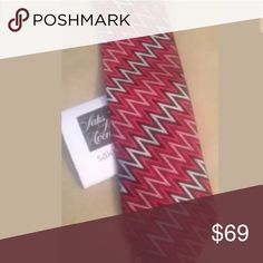 MISSONI Red Zig Zag Men's Silk Tie NWT (Saks) MISSONI Silk tie 100% authentic Purchased from Saks $135 New with tags Red Zig-Zag classic Missoni pattern ~~~~~~~~~ We have a clean and smoke free home  Enjoy! :-) Missoni Accessories Ties