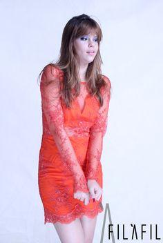 Vestido de renda laranja com aplicação de cristais!