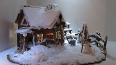 Tekijät: Pete ja Liisa Posio. vanha maalaistalo talvisessa maisemassa