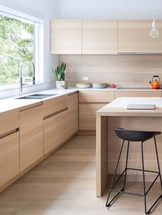 Trendy White And Wood Kitchen Ideas Layout 27 Ideas Light Wood Kitchens, Cool Kitchens, Modern Kitchen Design, Interior Design Kitchen, Kitchen Contemporary, Kitchen Flooring, Kitchen Countertops, Granite Kitchen, Kitchen Backsplash