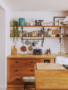 Used Kitchen Cabinets, Old Kitchen, Kitchen Ideas, Kitchen Corner, Kitchen Trends, Victorian Kitchen, The Design Files, Kitchen Interior, Home Kitchens